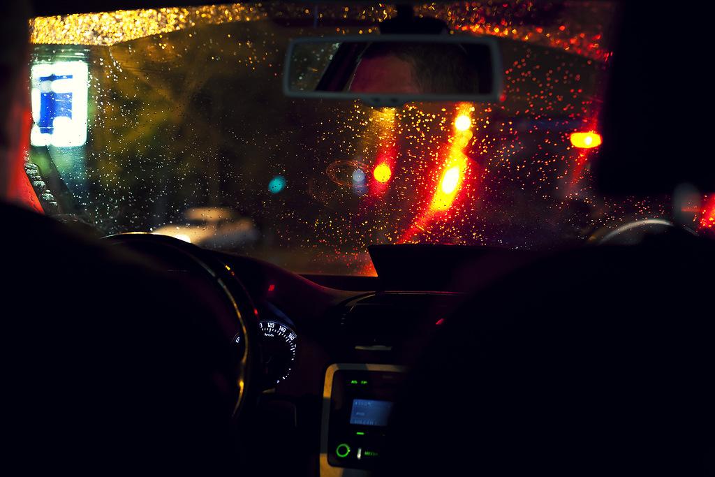 постучал нам фото в такси ночью с заднего сидения всего использовать